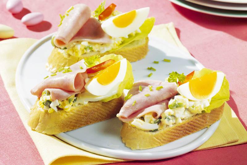 Sandvişuri cu şuncă şi ou thumbnail