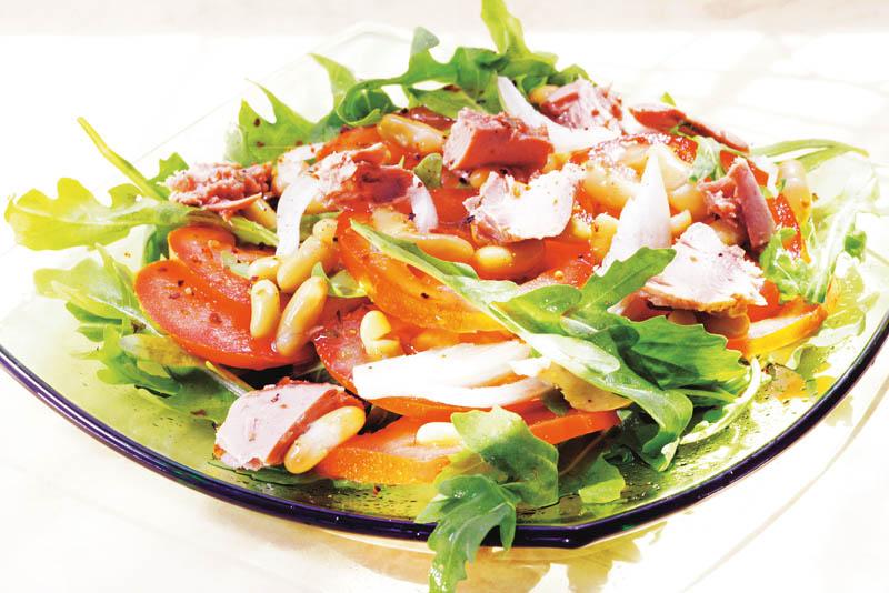Salată cu fasole şi şuncă thumbnail