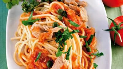 Spaghete cu ton şi sos tomat