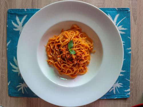 Spaghete cu ton și sos tomat