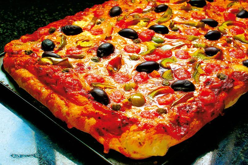 Pizza de casă cu blat pufos
