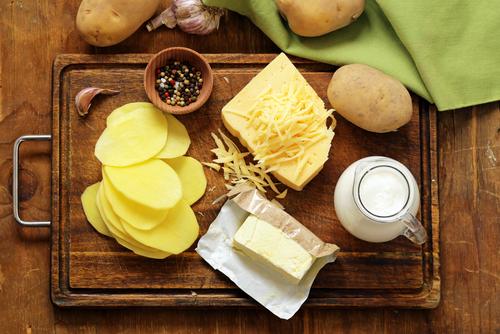 Ingrediente pentru cartofi gratinați