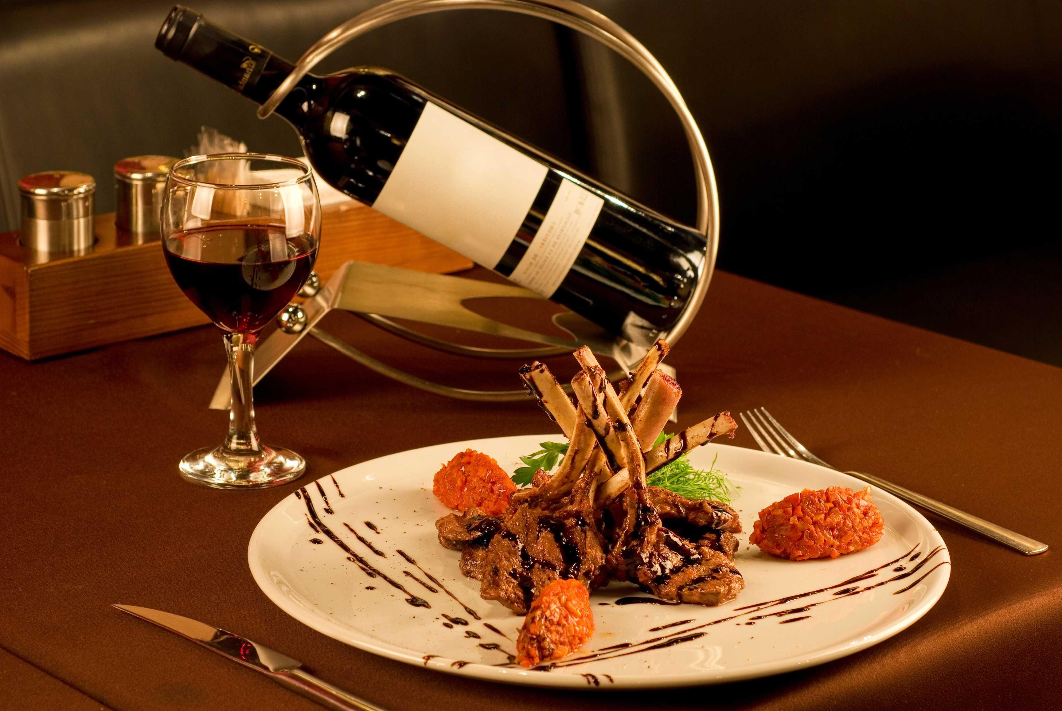 Bucatarie frantuzeasca, cunoscut pentru vinuri finute si mancaruri de exceptie