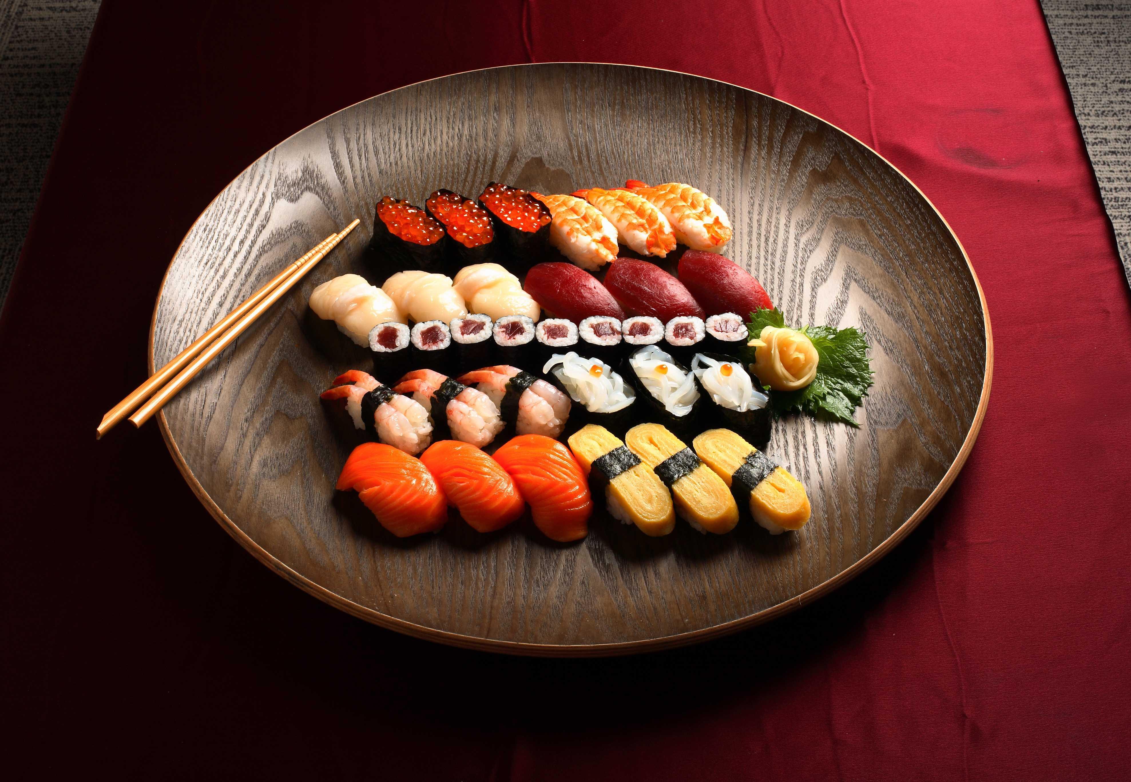 Sushi, peste crud si alte fructe de mare au ajuns de a drept simboluri pentru bucateria japnoneza