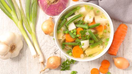 Ciorbă cu legume de vară - rețetă pentru orice anotimp