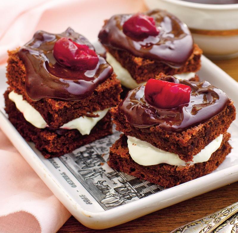 prajiturele-cu-ciocolata-si-fructe.jpg
