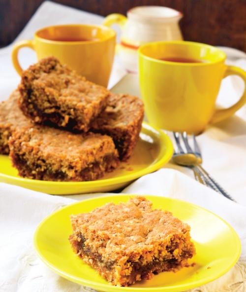 Prăjitură cu umplutură de curmale