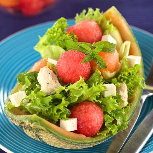 Salată cu pepene roşu şi pui