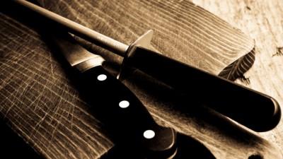 Cum să ascuți un cuțit fără instrumente speciale