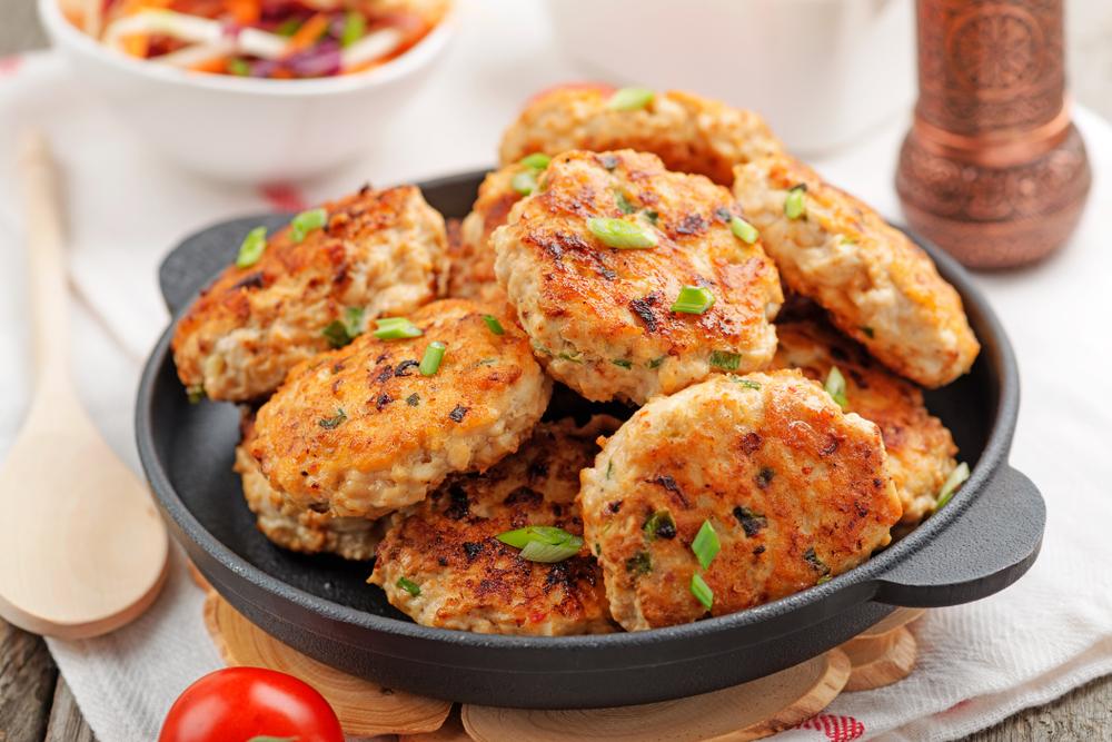 Chifteluțe din piept de pui - rețetă simplă și gustoasă