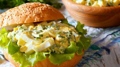 Salată de ouă – rețeta clasică