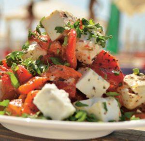 Salată-de-ardei-copți-cu-telemea-de-capră