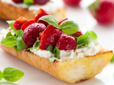 Bruschette cu căpșuni